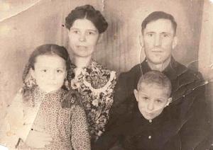 Вылегжанина Катя с семьёй_Костенко_