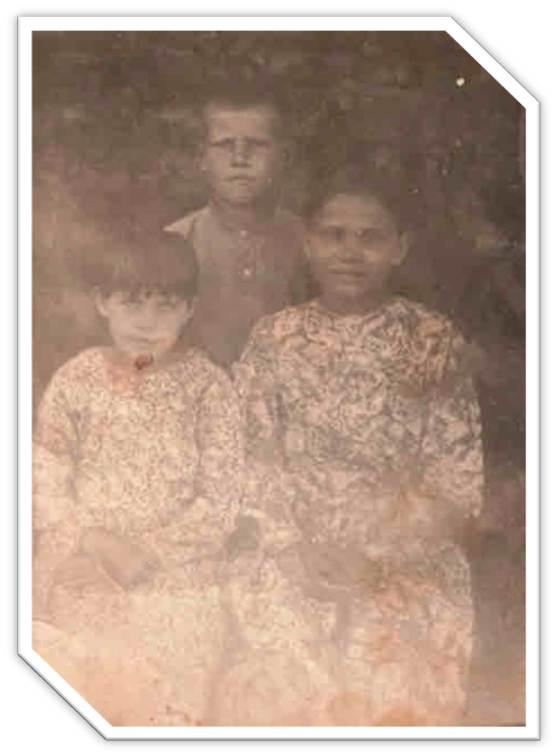Младшие дети Вылегжаниных Тихон, Таня и Шура